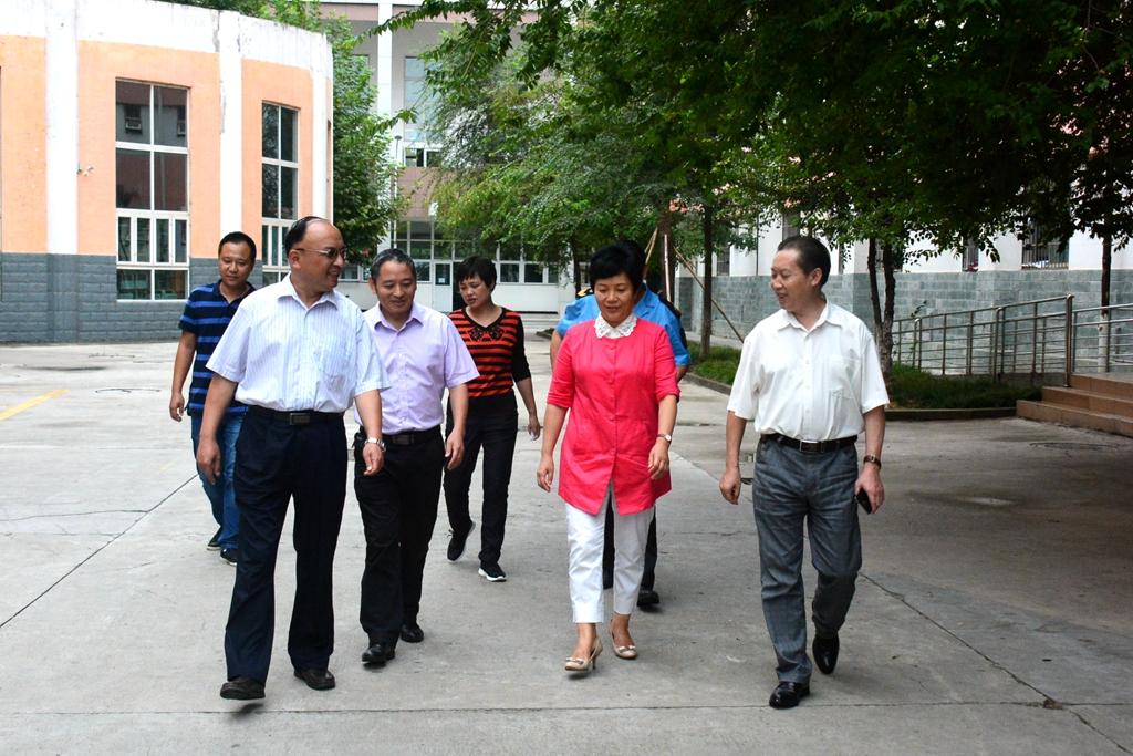 市政府副市长吴桂华莅临我校检查指导开学工作